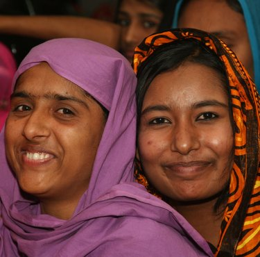 bangladesh women smiling